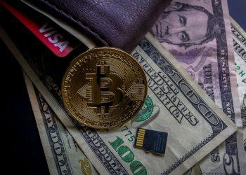 Bitcoin, Holo, THETA düşüş
